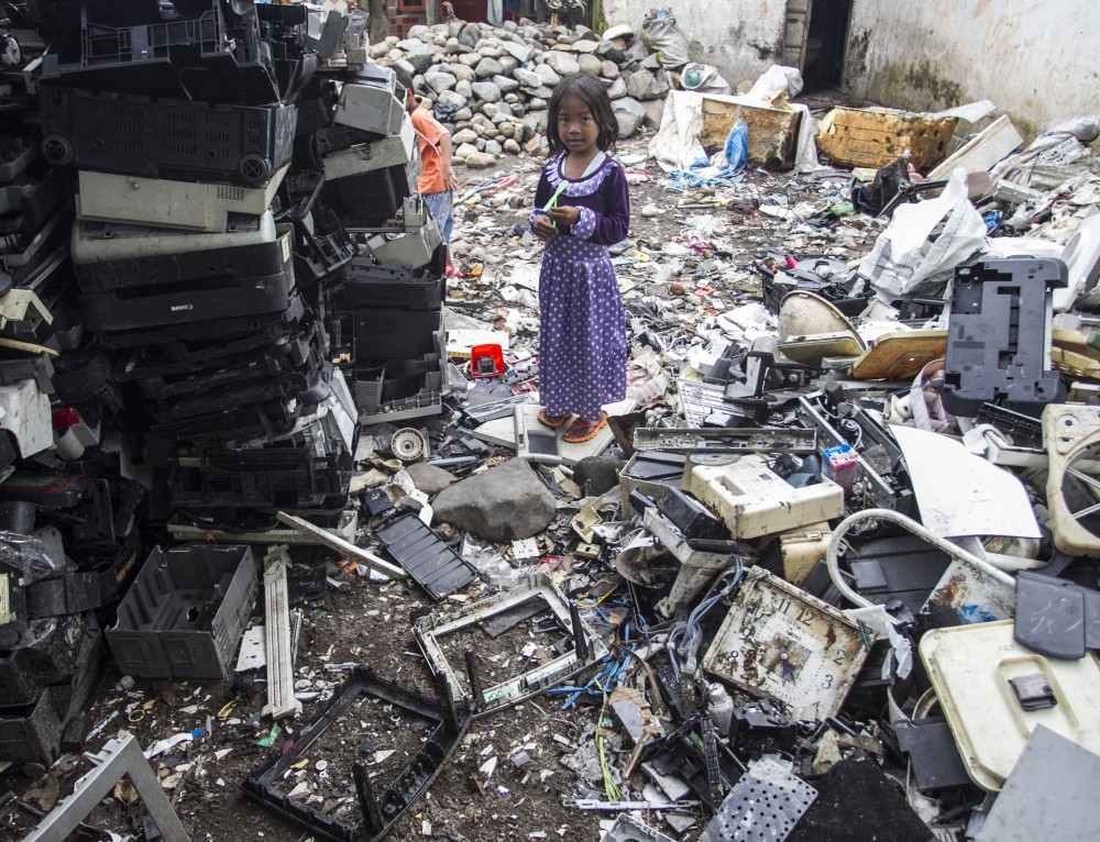 Greenpeace photographers document the story of e-waste